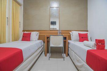 RedDoorz near Politeknik Ilmu Pelayaran 2 Semarang - RedDoorz Twin Room 24 Hours Deal