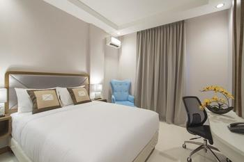 Sawana Suites Jakarta - Deluxe Double Bed Room - With Breakfast Save 35%