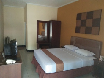 Hotel Grand Pangestu Karawang - Deluxe  Room Only Regular Plan