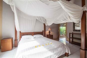 Mahalini Villa Seminyak - Two Bedroom Share Pool Villa Regular Plan