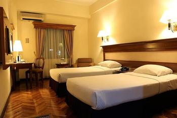 Hotel Mega Anggrek Jakarta - Superior Twin with Breakfast Regular Plan