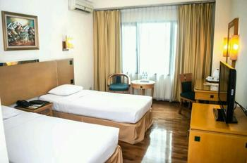 Mega Anggrek Hotel Jakarta Slipi - Superior Twin Room Only Basic Deal Save 62%