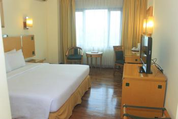 Mega Anggrek Hotel Jakarta Slipi - Superior Double Room Only Basic Deal 52%