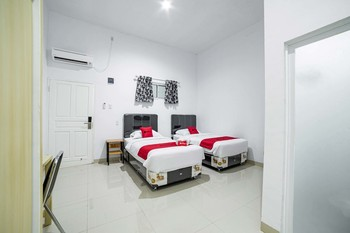 RedDoorz Plus near Thamrin Plaza Medan Medan - RedDoorz Twin Room Basic Deal