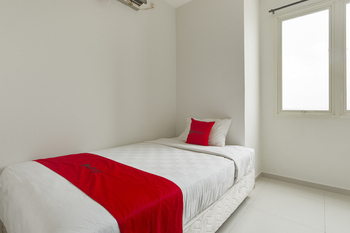 RedDoorz Apartment near Grand City Mall Surabaya - RedDoorz Family Room with Breakfast Regular Plan