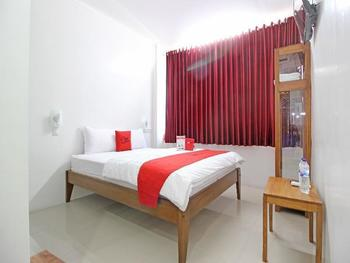 RedDoorz near Giwangan Bus Station Yogyakarta - RedDoorz Room Regular Plan