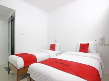 RedDoorz near Giwangan Bus Station Yogyakarta - Twin Room Regular Plan