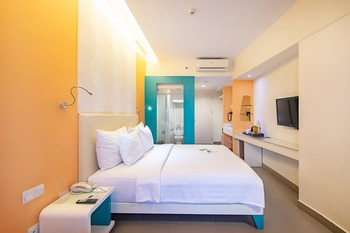 Blue Sky  Petamburan - Deluxe King With Breakfast (Non Refundable) Promo Stay Hepi