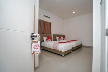 OYO 443 Hotel Barlian Palembang - Suite Triple Room Regular Plan