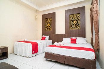 RedDoorz near Uniska Banjarmasin Banjarmasin - RedDoorz  Family Room AntiBoros