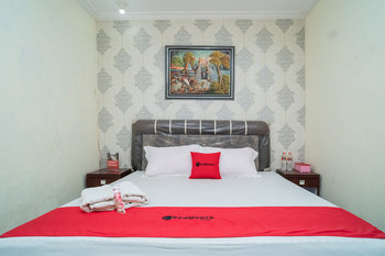 RedDoorz near Uniska Banjarmasin Banjarmasin - RedDoorz Deluxe Room AntiBoros