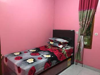 Rumah Kost Maple Manado - Standard Room Shared Bathroom Room Only FC 3 Days Regular Plan
