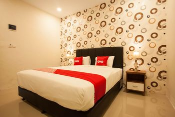 OYO 1522 Residence Anugrah Medan - Deluxe Double Room Regular Plan