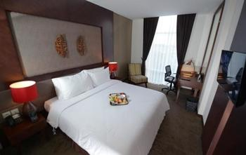 Grand Tjokro Balikpapan - Deluxe Queen Bed Room Only Regular Plan