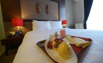 Grand Tjokro Balikpapan - Deluxe Queen Bed With Breakfast Regular Plan