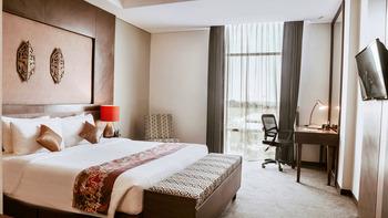 Grand Tjokro Balikpapan Balikpapan - Deluxe Queen Bed Room Only SPECIAL DEAL  33%