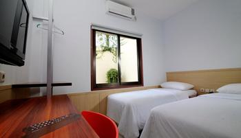 Grha Ciumbuleuit Guest House Bandung - Standar Twin Room Only TWIN BEDS SPECIAL DEAL