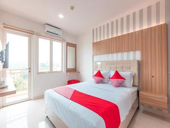 OYO 1948 Apartement Sentul Tower Bogor - Deluxe Double Room Regular Plan