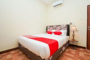 OYO 1856 Ale Homestay Surabaya - Standard Double Room Regular Plan