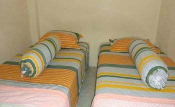 Hotel Musafir Inn Padang - Economy Twin/Double Regular Plan