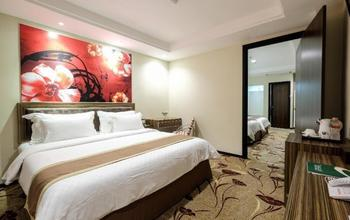 Travellers Hotel Phinisi Makassar - Deluxe No Window Double With Breakfast Promo Stay HEPI