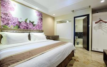 Travellers Hotel Phinisi Makassar - Deluxe No Window Double Room Only Promo Stay HEPI