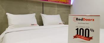 RedDoorz @Setiabudi Eight Jakarta - Reddoorz Room Special Promo Gajian