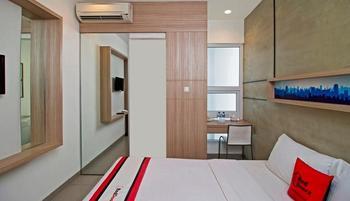 RedDoorz @Setiabudi Eight Jakarta - Reddoorz Room Regular Plan