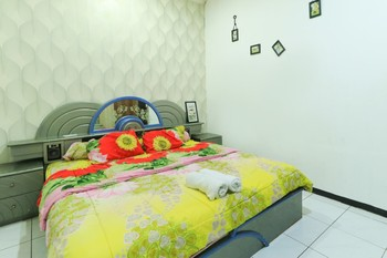 Atmosfera Homestay Malang - Double Room AC Minimum Stay
