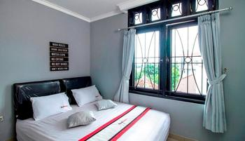 RedDoorz @Radio Dalam 2 Jakarta - RedDoorz Deluxe Room with Breakfast Regular Plan
