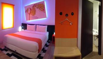 Front One Inn Semarang Semarang - Deluxe Double Bed Regular Plan