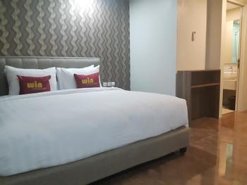 Win Premier Hotel Mangga Besar Jakarta - Deluxe  Queen Room Only Regular Plan