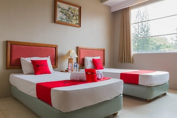 RedDoorz near Institut Teknologi Bandung 2 Bandung - RedDoorz Superior Twin Room 24 Hours Deal