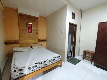 Nusalink Near Kebayoran Lama Jakarta - Double Room KETUPAT