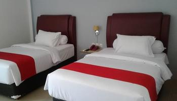 MJ's Hotel Jambi - Deluxe Room Breakfast Regular Plan