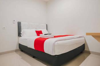 RedDoorz Plus near Soekarno Hatta Airport Taman Mahkota Tangerang - RedDoorz Room Last Minute Deal