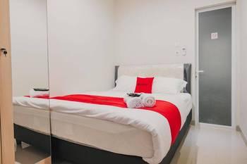 RedDoorz Plus near Soekarno Hatta Airport Taman Mahkota Tangerang - RedDoorz Premium Room Last Minute Deal