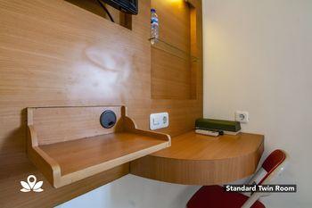 ZEN Rooms Family Guest House Kupang Baru Surabaya - Standard Twin Regular Plan