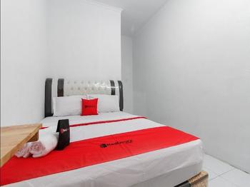 RedDoorz near Universitas Medan Area Medan - RedDoorz Room Regular Plan
