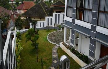 Hotel Lurus Bogor - Family Standard Room Only Regular Plan