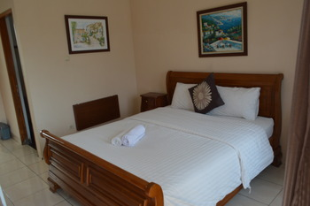 Hotel Lurus Puncak - Deluxe Double Room Only Promo Stay Hepi