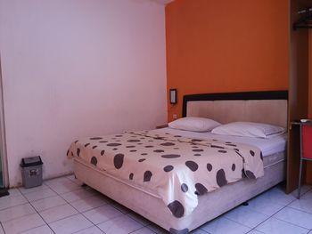 OYO 3341 Ten Guest House Near Hermina Pasteur Hospital Bandung - Standard Double Room Regular Plan