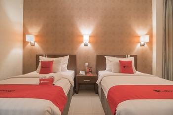 RedDoorz Premium near Paris Van Java Mall Bandung - RedDoorz Deluxe Twin Room with Breakfast Regular Plan