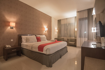 RedDoorz Premium near Paris Van Java Mall Bandung - RedDoorz Suite Regular Plan