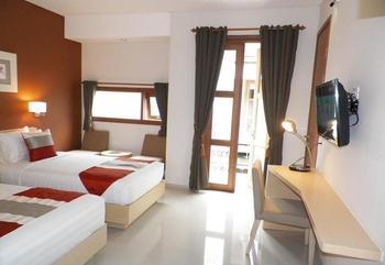 Tibera Hotel Taman Cibeunying Bandung - Deluxe Room Regular Plan