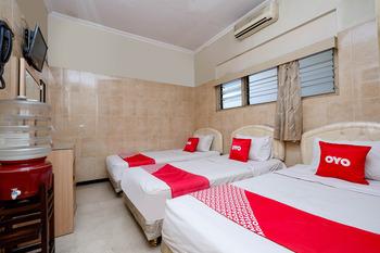 OYO 1843 Cahya Nirwana Banyumas - Suite Triple Regular Plan