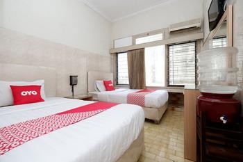 OYO 1843 Cahya Nirwana Banyumas - Deluxe Twin Room Regular Plan
