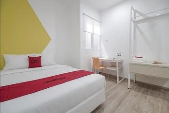RedDoorz Plus @ Catania LRT Cinde Palembang Palembang - RedDoorz Room with Breakfast Regular Plan