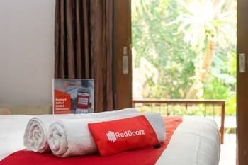 RedDoorz Plus near One Belpark Mall Cilandak Jakarta - RedDoorz Deluxe Room Regular Plan