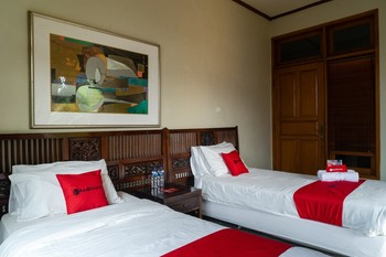RedDoorz Plus near One Belpark Mall Cilandak Jakarta - RedDoorz Twin Room 24 Hours Deal